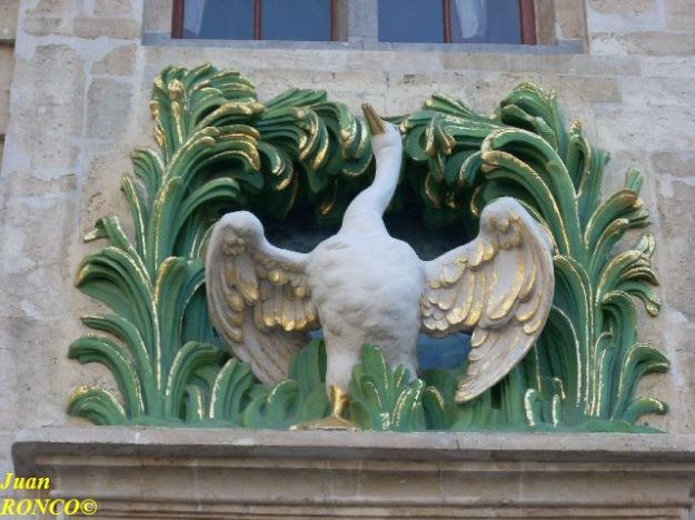 "Swan in the façade of the ""Maison du cygne"" in the Grand' Place"