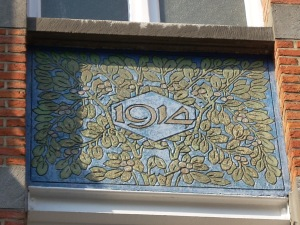 Sgraffite 1914 in the façade of a house on side street of the Avenue Lepoutre