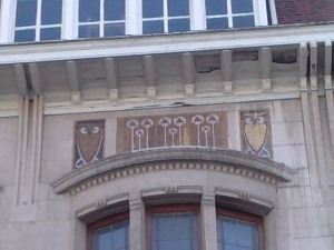 Owls in a facade in Avenue Molière