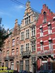 In the middle, the house in Anderlecht built in 1887